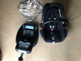 Maxi Cosi Cabriofix group 0+ car seat with isofix base