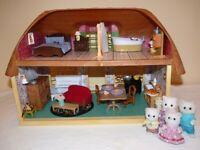 Sylvanian Meadowcroft Cottage & Cat family. Furniture & accessories. Newly decorated for Christmas.