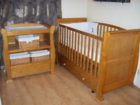 BABIES R US SLEIGH STYLE CHANGING UNIT AND SLEIGH STYLE COT BED +/- MATTRESS AND FREE BEDDING SET