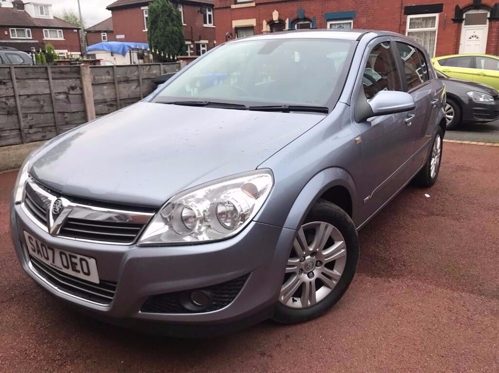 Vauxhall Astra 1.6 Petrol - Half leather seats - 8 months mot - alloy wheel - clean example