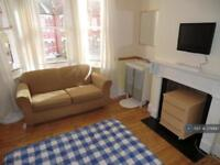 5 bedroom house in Barrington Road, Liverpool, L15 (5 bed)
