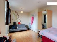 SUNNY Double Room For Individual/ Couple/Zone 2/close 2 Mile End Station/All Bill Included/WiFi..!!