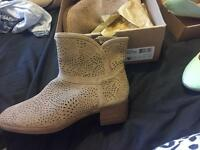 Ugg boots never worn size 7
