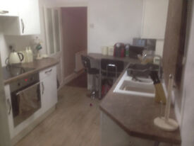 Double room to rent with private living room in Southsea. All bills included £550 pcm