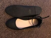 Ankle strap flat shoes black size 3