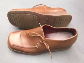Clark's Tan Leather Shoes size 6.5