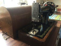 Beautiful Antique Singer Sewing Machine 1922 COMPLETE WITH CURVED LID