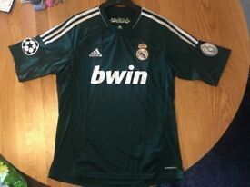 Real Madrid Away Football Shirt 2012 / 2013 with Champions League Badges Medium