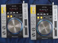 2 x Pioneer CDJ-200s with flight case - Great working condition with power leads