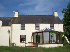 2 double rooms to let in lovely country house near Cemaes Bay