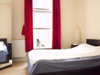 Rooms to rent in flatshare in 4-bedroom apartment - postgraduates and professionals only