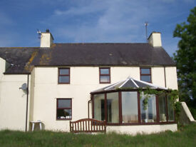 2 double rooms to rent in lovely country house nr Cemaes Bay