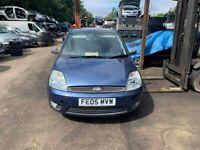 Breaking 2005 Ford Fiesta Zetec Climate D 1.4 Blue Hatchback Door glass window front rear offside ns