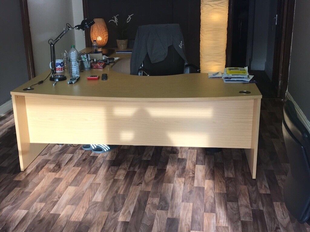 Desk table / office furniture