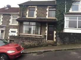 £50-£55 per week double and single rooms in Treforest . all bills included close to USW and shops