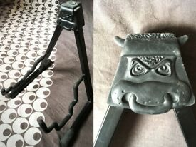Guitar Stand with a bull's face! (For electric or acoustic guitar)