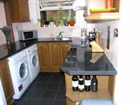 **AVAILABLE 2 BEDROOM 2 BATHROOM FLAT** LOCATED IN CENTRAL WIMBLEDON!!