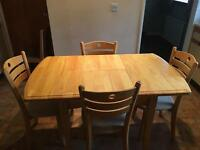Light Oak Extendable Dining Table with 4x Chairs
