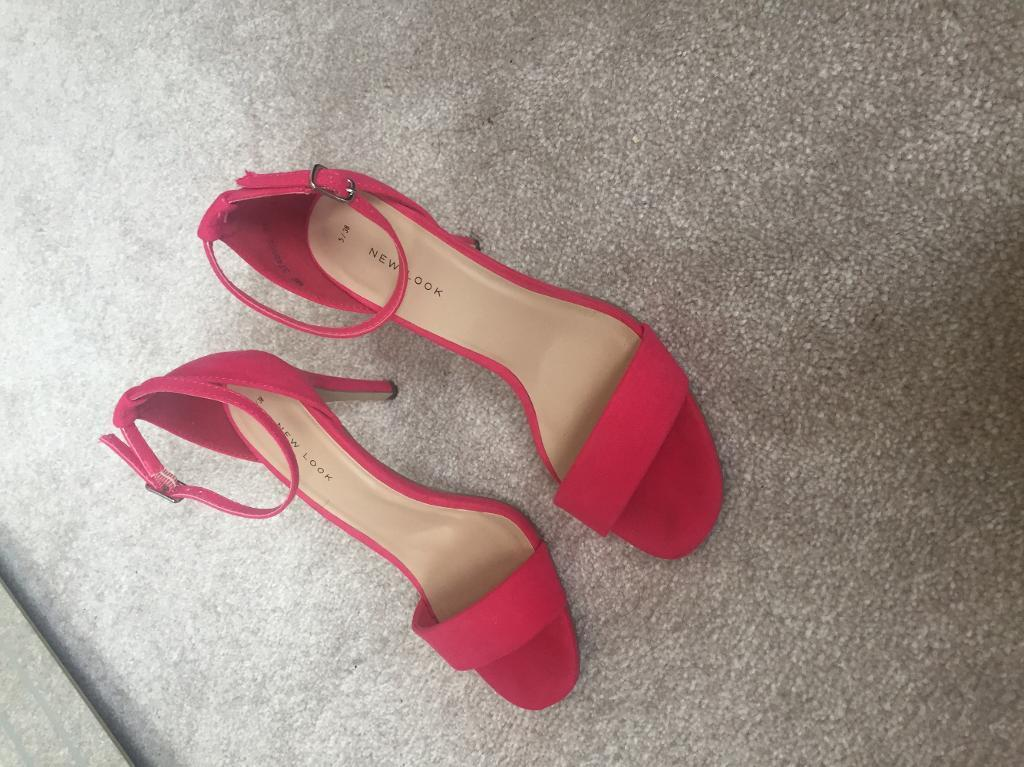 Size 5 pink sandals