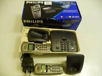 Philips cordless phone answering machine with 2 handsets