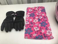 Women's bike gloves and scarf