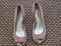BNWT NEXT LOVELY PALE PINK SUEDE LEATHER OPEN TOE SHOE DETAILED HEEL SZ 4 RP £42