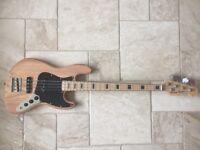 Bass guitar MINT