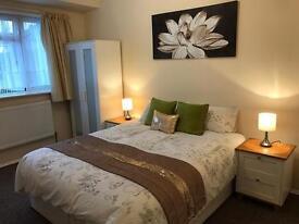 DOUBLE BEDROOM! Professional Houseshare!!