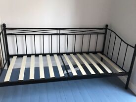 Single black metal day bed in excellent condition