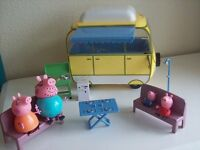 PEPPA PIG COMPLETE CAMPER VAN WITH ALL FIGURES. MUMMY, DADDY, GEORGE CARAVAN TOY