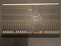 Allen & Heath gl2200 mixer