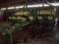 John Deere 1760 12 row NEW PRICE, John B.M. Round Bale Wagon