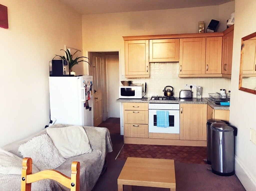 Room availible in 2 bedroom apartment