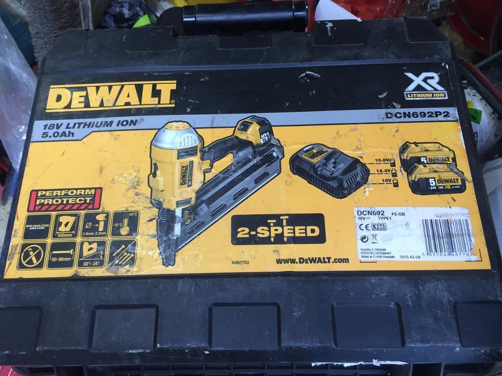 DeWalt DCN692P2 nail gun