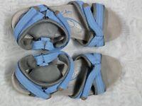 CLARKS BLUE LADIES SANDLES SIZE 5 1/2 D - new condition