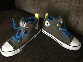 Toddler size 10 converse