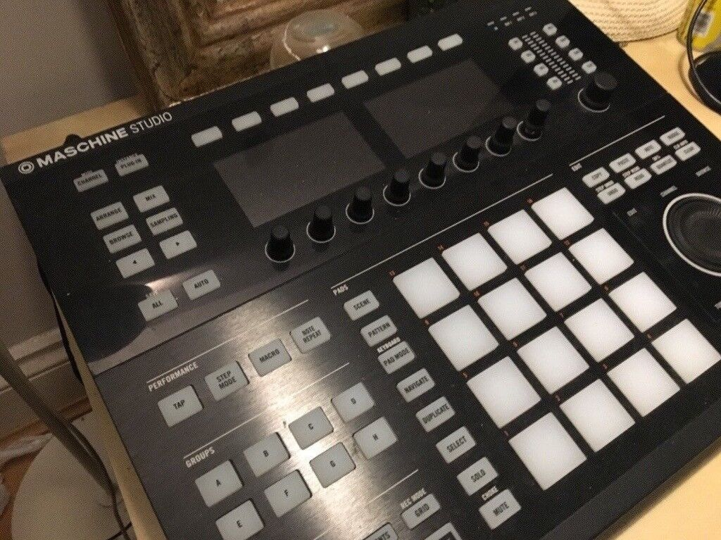 Maschine Studio (BARELY USED with boxing) everything included