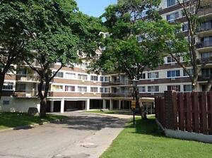 Appartement sûr prime plus à 2 chambres à louer à St Laurent
