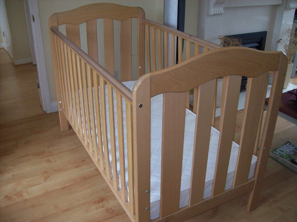 MAMAS AND PAPAS ELOISE COT BED CONVERTS TO TODDLER BED +/- MATTRESS