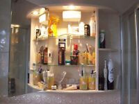 GOOD QUALITY OFF-WHITE BATHROOM CABINET IN EXCELLENT CONDITION