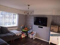 3 bedroom flat in Holmwood Rd, Chessington, KT9 (3 bed)