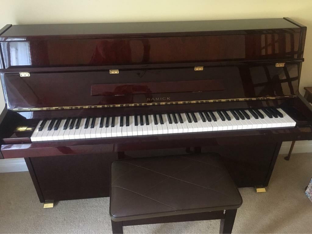 Samick s-108s upright piano