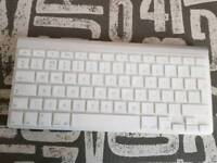 (sold) Apple magic keyboard and mouse