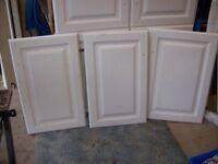 WHITE GLOSS KITCHEN CUPBOARDS,DOORS, HOB,SINGLE OVEN,EXTRACTOR,SINK,WORKTOP £95 IF GONE TODAY