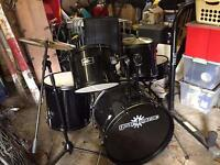 5 piece drum kit with crash and splash cymbals