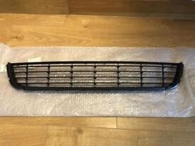 Volkswagen Genuine Bumper Cover Grille. Centre Grill, 5K0 853 677 A 9B9 for VW Golf MK6