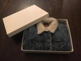 Levis women's denim jacket (XS) Brand New.