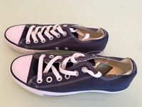 Converse trainers in navy blue size 5