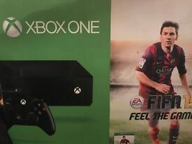 Xbox One 500gb - 5 games and Play and Charge Kit - Minimal Wear