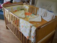 BABIES R US ASPEN COT BED, WITH OR WITHOUT ALMOST NEW MATTRESS , NEUTRAL BEDDING SET SEE FULL AD